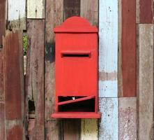 gammal röd brevlåda foto