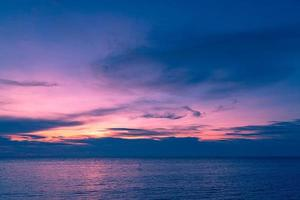 solnedgång och hav