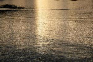 floden på kvällen foto