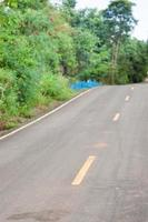 närbild av asfaltvägar foto