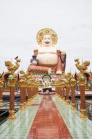 buddha i ett tempel på koh samui, thailand foto