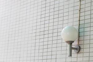 lampa monterad på väggen foto