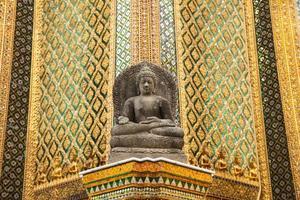 Buddha staty i ett tempel i Thailand foto