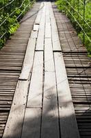 bro av trä foto