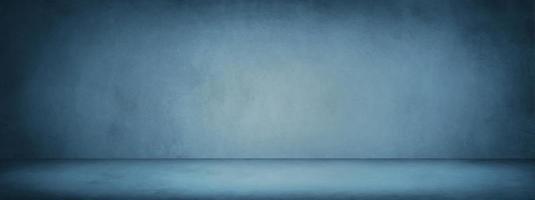 mörkblå studiorumsbanner och tom cement och betongbakgrund foto