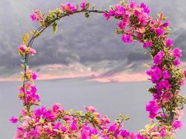 bröllop inredning rosa blomma båge foto