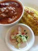 kyckling curry med basmatiris foto