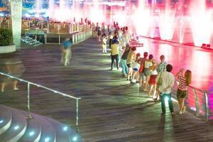 människor i singapore city foto