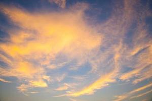 himlen vid solnedgången foto