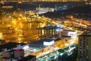 lastfartyg och trafik i singapore city foto