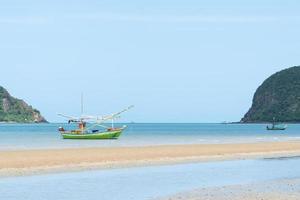 liten fiskebåt i Thailand foto