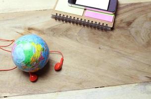 världen med hörlurar foto