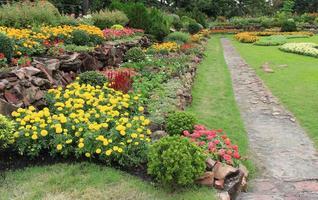 sidovy av blomsterrabatter foto