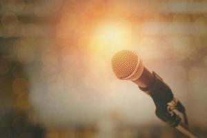 mikrofon och bokeh bakgrund foto