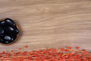 spa dekor på trä bakgrund foto
