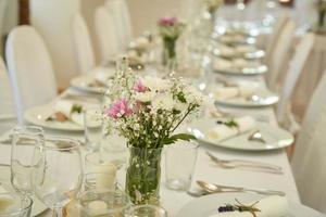 bröllop bord inställning foto