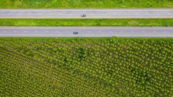Flygfoto över bilar på vägar