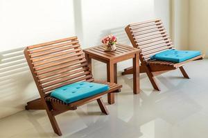 bord med stolar foto
