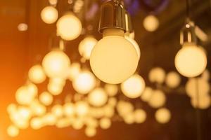 dekorativa vintage lampor i ett hem foto