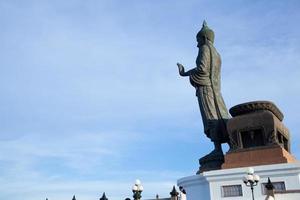 stor buddha staty i Thailand foto