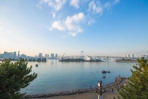 regnbågsbro vid odaiba, tokyo i japan foto