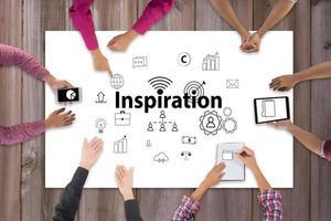 ovanifrån av affärsmöte med kreativa designikoner foto