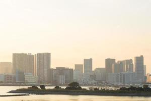 stadsbilden i tokyo vid solnedgången foto