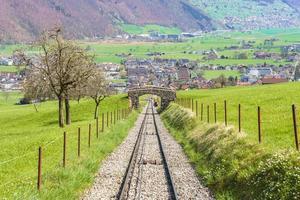 järnväg vid mt. stanserhorn, schweiz foto