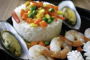 ris med skaldjur