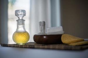 flaska eterisk olja och spabehandlingar