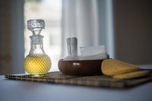 flaska eterisk olja och spabehandlingar foto