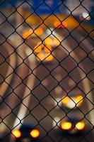 staket med bilbelysning bokeh foto