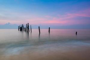 färgrik soluppgång över havet foto