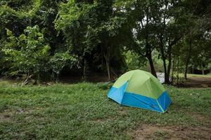 grönt och blått tält