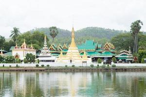 wat phra som doi kong mu-templet i Thailand foto