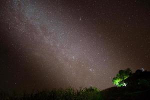 Vintergatan på natten foto