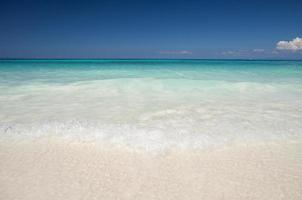 vit tropisk strand