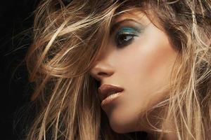 skönhet närbild porträtt av ung sexig kvinna foto