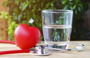 stetoskop och rött hjärta foto