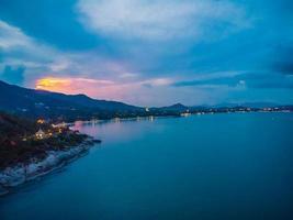 Flygfoto över den vackra tropiska stranden på Koh Samui Island, Thailand