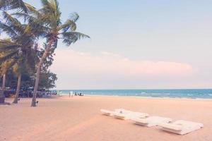 vacker sandstrand och hav