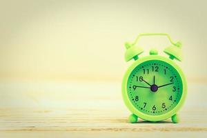 grön väckarklocka foto
