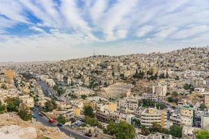 stadsbild av amman centrum i skymningen, jordanien