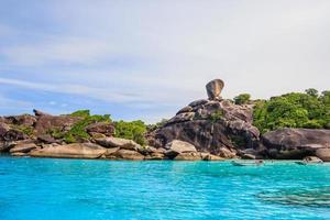 similan ö med blå himmel och moln, phuket, thailand