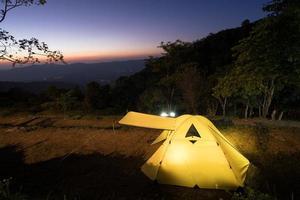 tält vid solnedgången