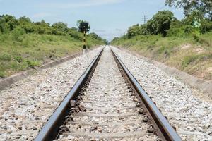 järnvägsspår under dagen