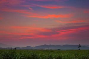 röda moln vid solnedgången