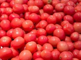 röda baby tomater foto