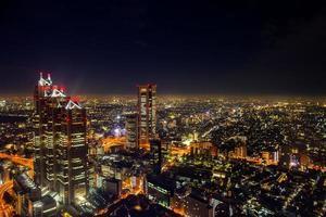 Flygfoto över Tokyo på natten foto