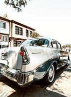 klassisk vit Chevrolet foto